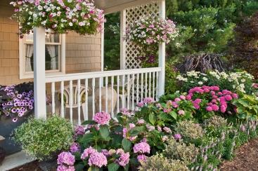 Garden_Porch_Hanging_Baskets_PW